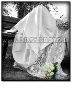 détail robe et bouquet de la mariée