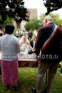 Mariage en extérieur devant Monsieur le Maire